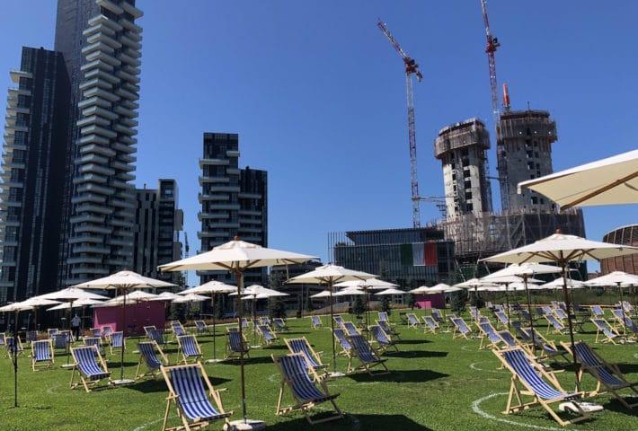 Lido BAM: la spiaggia tra i grattacieli di Porta Nuova a Milano con ingresso gratuito